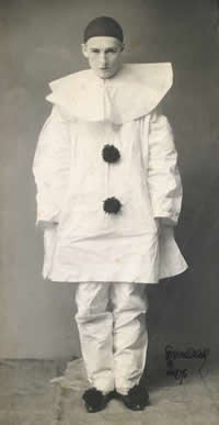 Edward Gordon Craig dressed as a pierrot